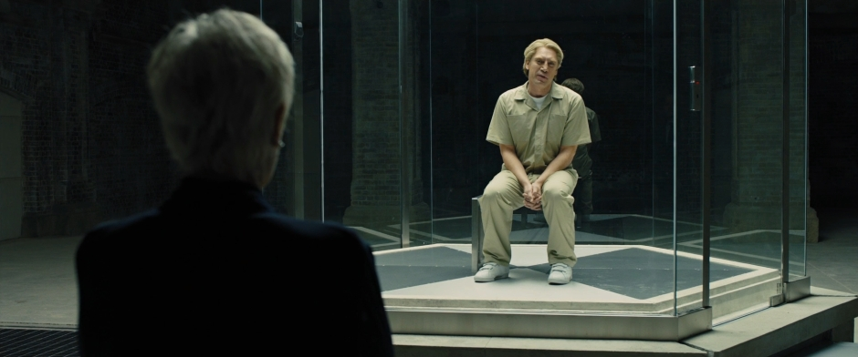 Skyfall_-_M_confronts_Raoul_Silva.jpg